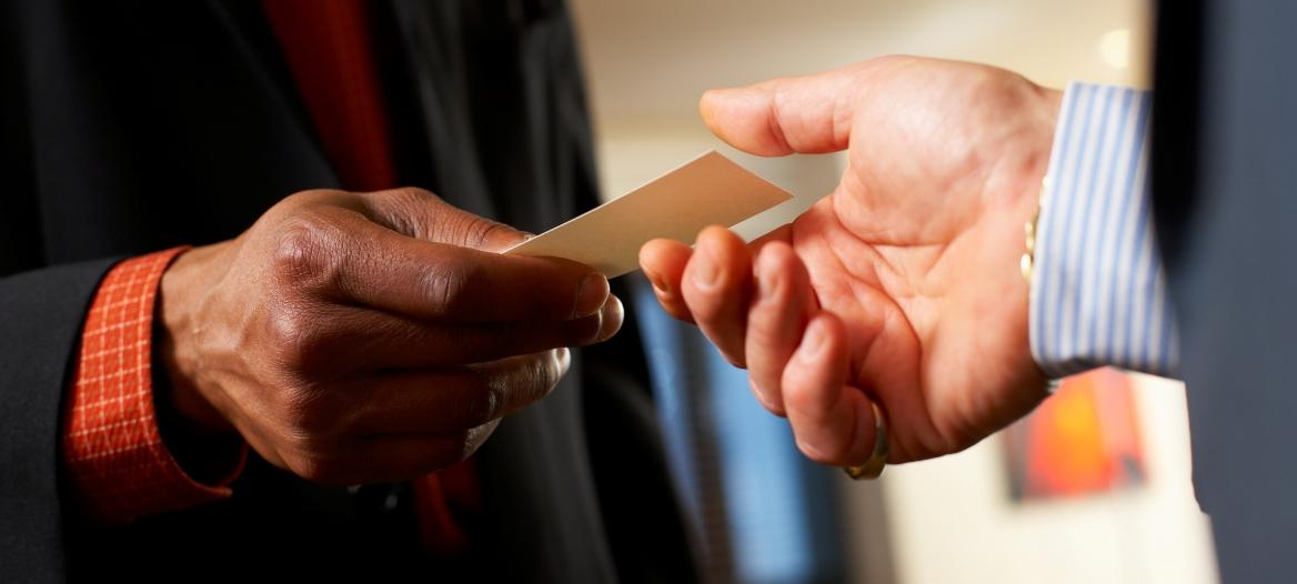 business-card-hand-off-p.com-92825389